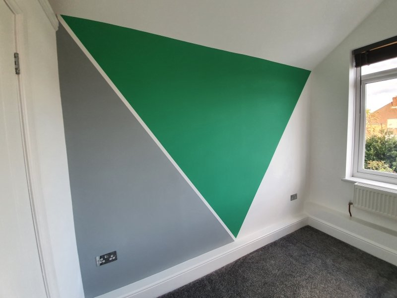 Eye catching geometric design in bedroom