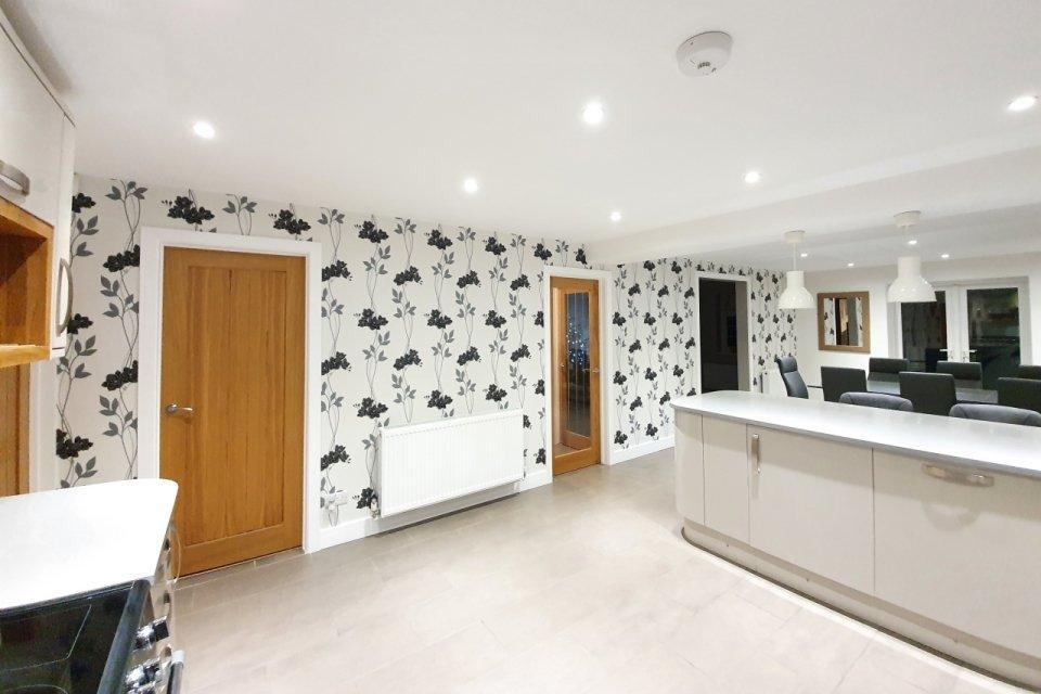 Glamourously modern kitchen